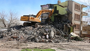 Akçakale'de vatandaş şikayet etti, belediye yıktı
